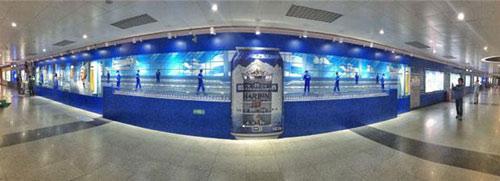 户外看啤酒制造 哈啤创意广告亮相地铁
