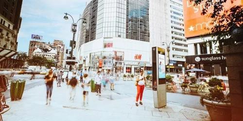 在智慧城市中户外广告扮演什么样的角色?