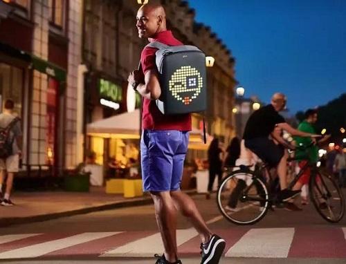 国外设计师研发智能背包PIX:自带LED屏